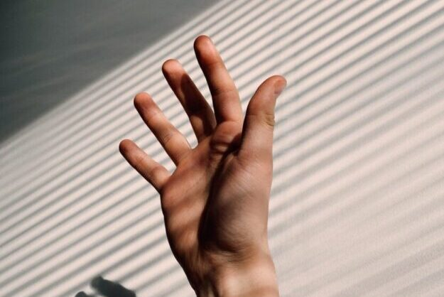 The effect of hand reflexology on anxiety in patients undergoing coronary angiography: A single-blind randomized controlled trial